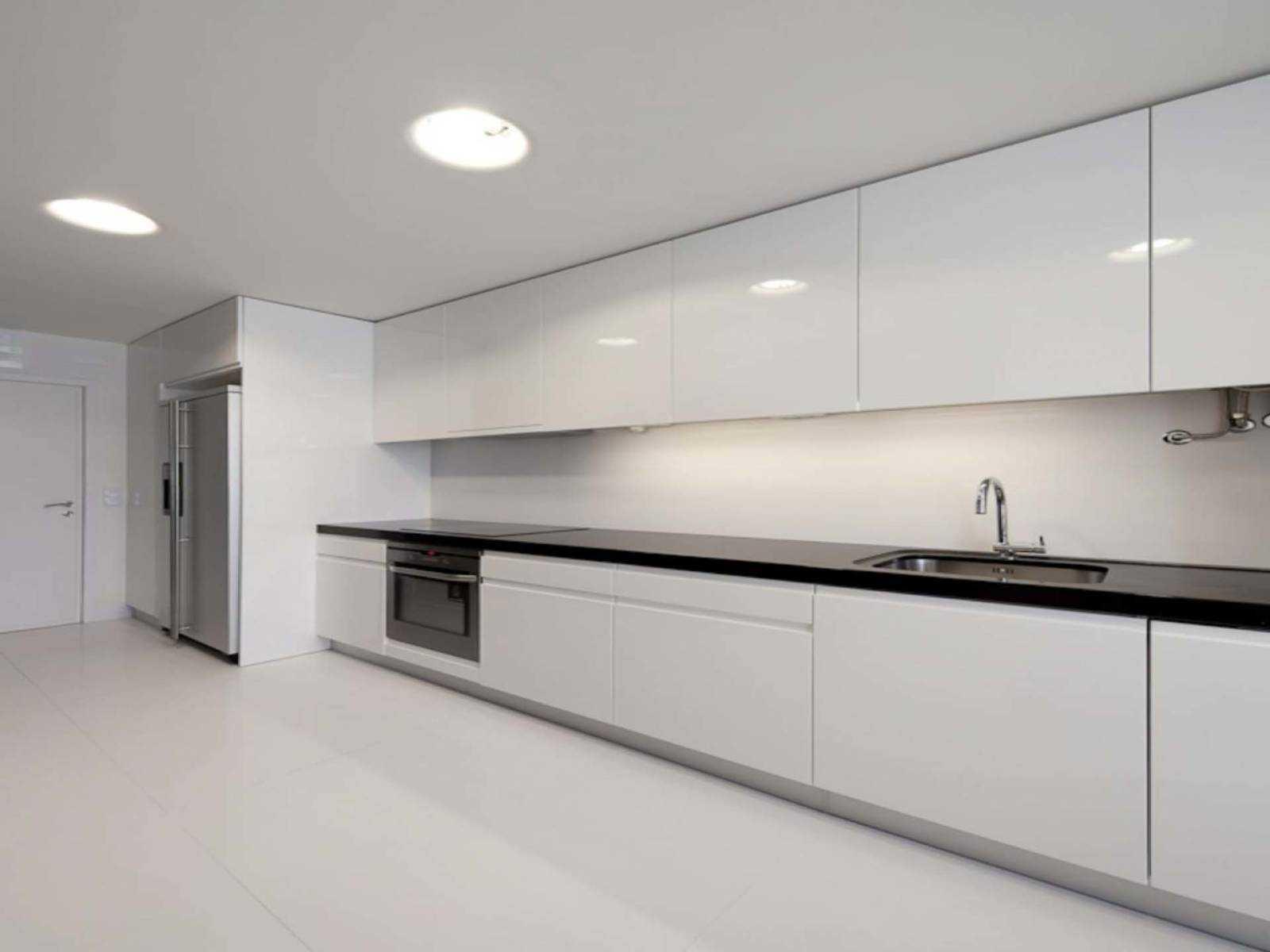 также картинки фото кухни в светлых тонах без ручек в марте залом служит